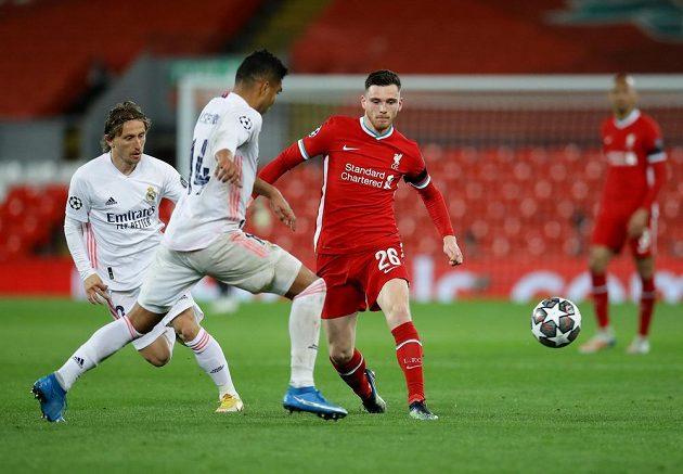 Andrew Robertson z Liverpoolu a Casemiro z Realu Madrid.