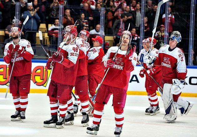 První senzace hokejové mistrovství světa je tady. Dánsko vyhrálo po nájezdech nad Německem a slavilo s fanoušky.