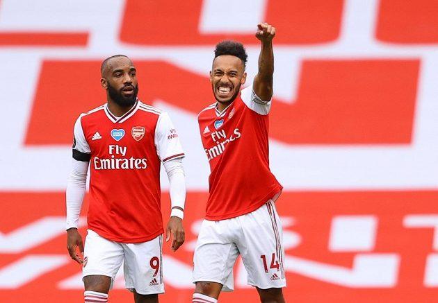 Fotbalista Arsenalu Pierre-Emerick Aubameyang slaví vstřelený gól v utkání Premier League.