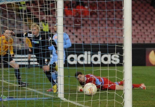 František Rajtoral se raduje z gólu, který vstřelil do sítě Neapole.