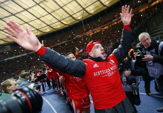 Francouz Franck Ribéry slaví 24. mistrovský titul Bayernu Mnichov.