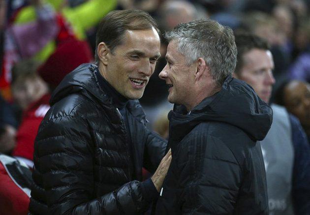Kouč Manchesteru United Ole Gunnar Solskjaer (vpravo) se zdraví s trenérem Paris SG Thomasem Tuchelem.