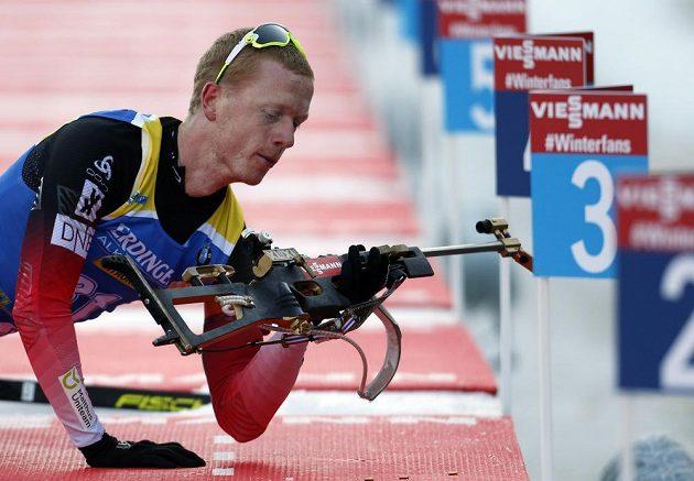 Nor Johannes Thingnes Bø na střelnici při Světovém poháru v Pokljuce.