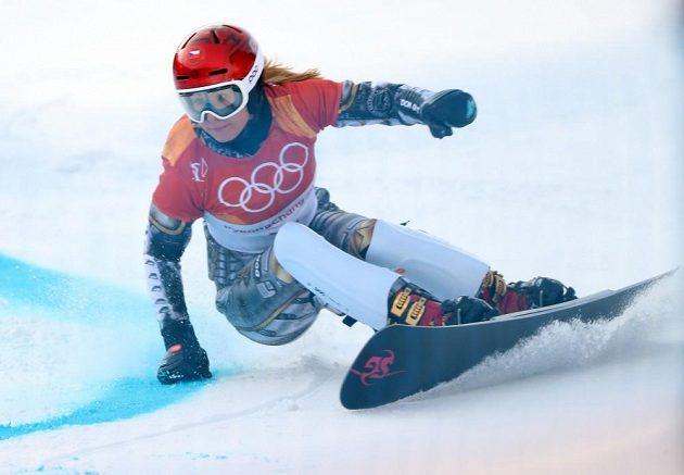 Ester Ledecká na trati první kvalifikační jízdy v paralelním obřím slalomu na ZOH v Pchjončchangu.