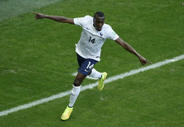 Francouzský záložník Blaise Matuidi (na snímku) slaví gól v síti Švýcarska.