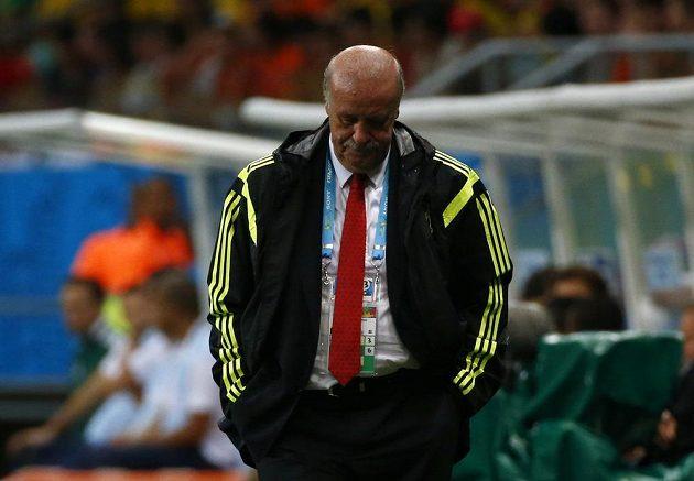 Zklamaný španělský trenér Vicente Del Bosque po vysoké porážce s Nizozemskem.