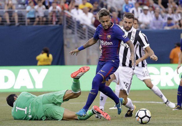 Neymar přiváděl obranu Juventusu k zoufalství.