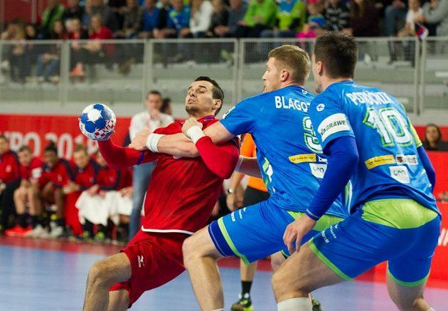 Roman Bečvář pocítil, jak tvrdá je slovinská obrana.