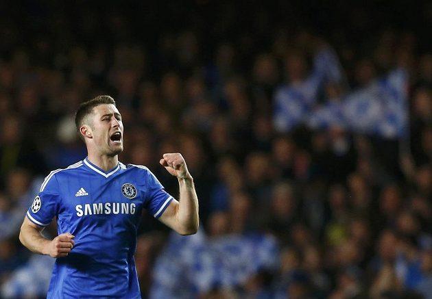 Obránce Chelsea Gary Cahill se raduje z gólu proti Galatasarayi.