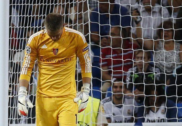 Basilejský brankář Tomáš Vaclík po čtvrté inkasované brance v souboji s Realem Madrid.