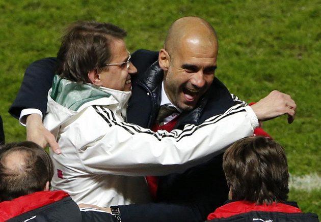 """Trenér Bayernu Josep """"Pep"""" Guardiola se raduje z mistrovského titulu."""