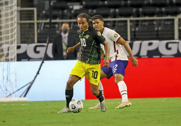 Jamajčan Bobby Reid (10) a Američan Miles Robinson (12).