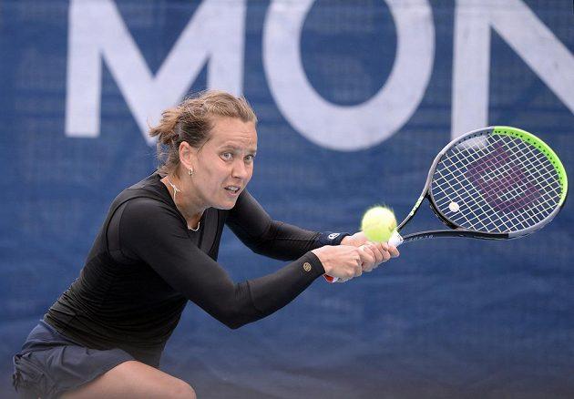 Barbora Strýcová v zápase proti Lindě Fruhvirtové.