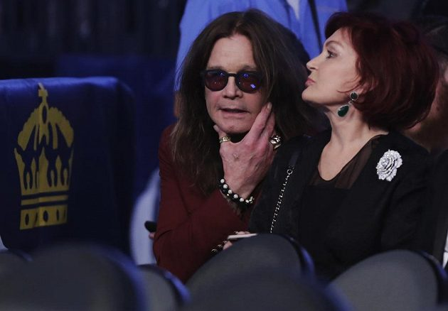 Ozzy Osbourne a box? Ano. On a jeho žena Sharon dorazili na zápas Floyd Mayweather Jr. vs. Conor McGregor, který se koná v Las Vegas.