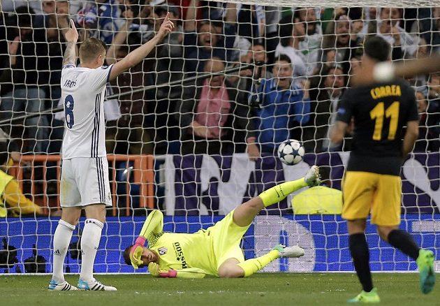Brankář Atlétika Madrid Jan Oblak sice dělal v semifinále Ligy mistrů co mohl, ale třikrát inkasoval. Překonala ho vždy hvězda Realu Madrid - Cristiano Ronaldo.