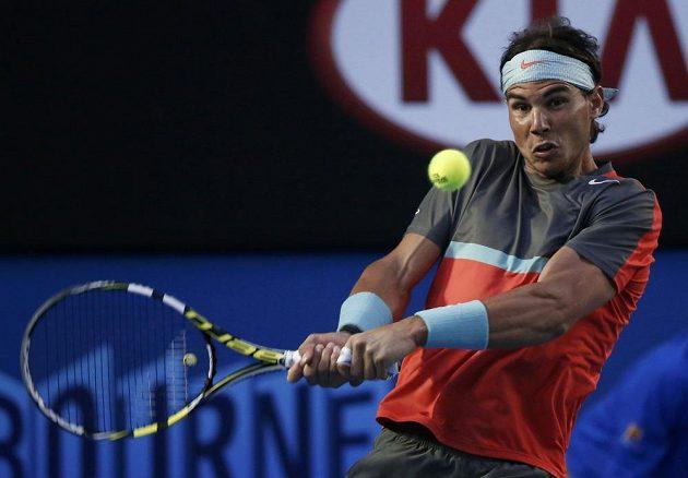 Rafael Nadal v utkání proti Rogeru Federerovi.