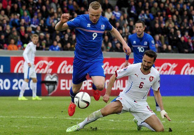 Tomáš Sivok už rozběhnutého Kolbeinna Sigthórssona nezastavil a islandský útočník o okamžik později rozhodl o výhře domácích.
