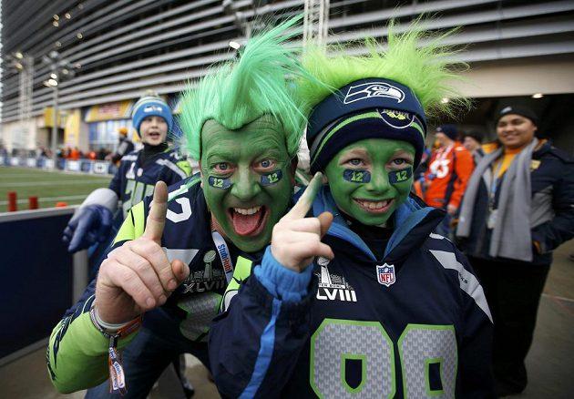 Nadšení fandové Seattlu Seahawks.