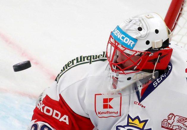 Brankář Šimon Hrubec v utkání se Švédskem na závěr Channel 1 Cupu.