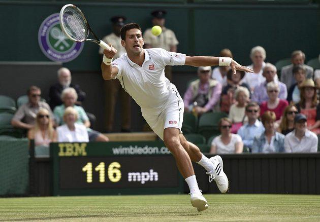 Srbský tenista Novak Djokovič v utkání proti Radku Štěpánkovi.
