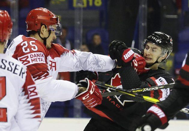 Hokejisté Dánska a Kanady se během utkání mistrovství světa dokázali i poprat.