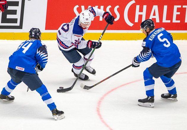 Zleva Aatu Räty z Finska, Shane Pinto z USA a Mikko Kokkonen z Finska.