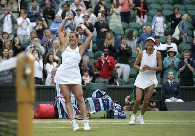 Barbora Strýcová poprvé vyhrála čtyřhru na grandslamu, vpravo její tchajwanská deblová partnerka Sie Šu-wej