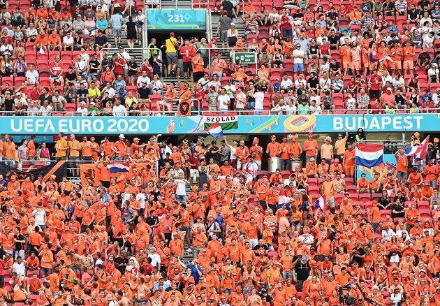 Holandští fanoušci mají v Puskás Aréně převahu