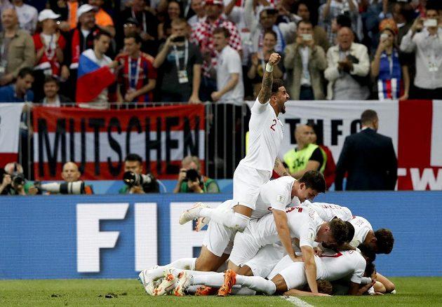 Anglický střelec Kieran Trippier rozpoutal radost. Tým Albionu vedl brzy v semifinále MS nad Chorvatskem.