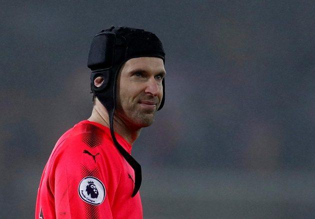 Brankář Arsenalu Petr Čech se jubilejní dvousté nuly v Premier League v utkání na hřišti Swansea nedočkal. Kanonýři prohráli 1:3 a Petr Čech se chybou podepsal pod vítězný gól Labutí.