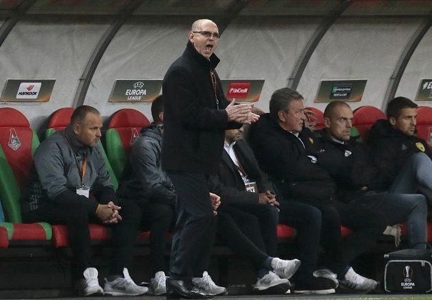 Zlínský trenér Bohumil Páník povzbuzuje své svěřence.