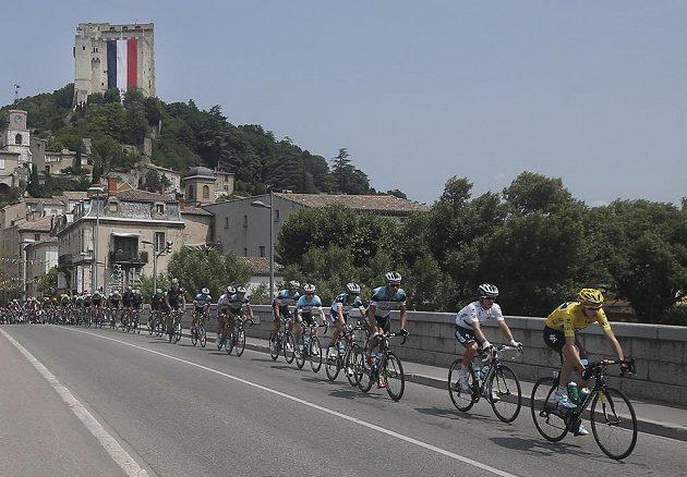 Britský cyklista Christopher Froome (ve žlutém trikotu) ovládl v neděli nejdelší etapu letošního ročníku Tour de France.