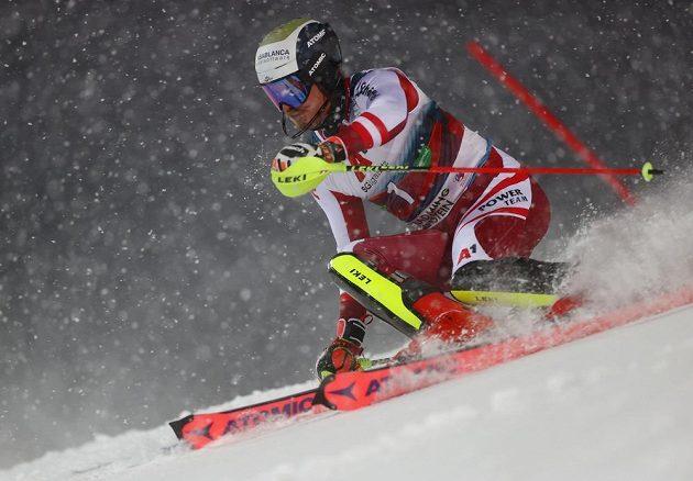 Rakouský slalomář Manuel Feller během prvního kola ve Schladmingu.