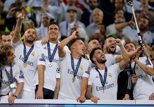 Fotbalisté Realu Madrid si dělají selfie po vítězství v letošním ročníku Ligy mistrů.