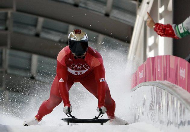Skeleton na hrách v Pchjongčchangu vyhrál domácí reprezentant Jun Song-pin.