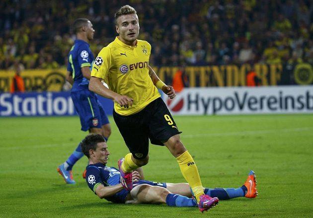 Ciro Immobile poté, co dal první gól Dortmundu proti Arsenalu.