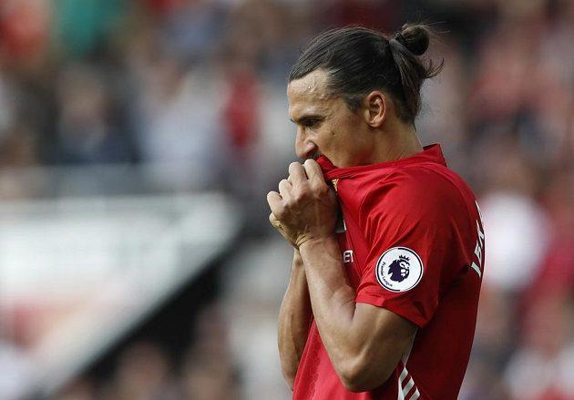 Zklamaný útočník Manchesteru United Zlatan Ibrahimovic po remíze se Stoke City.