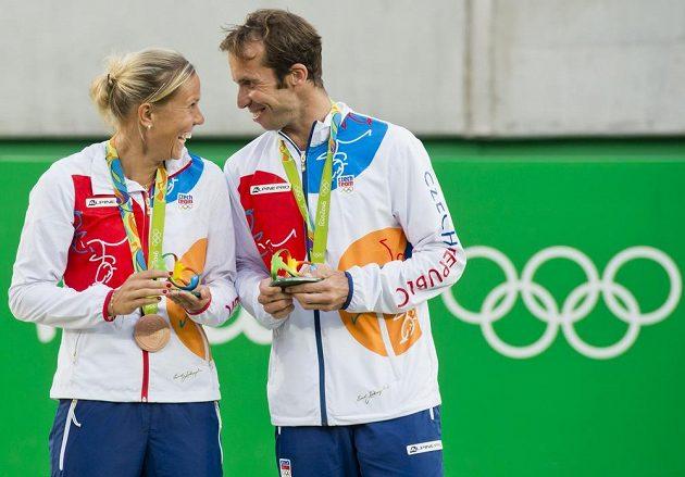 Čeští tenisté Radek Štěpánek a Lucie Hradecká převzali medaile za 3. místo ve smíšené čtyřhře.