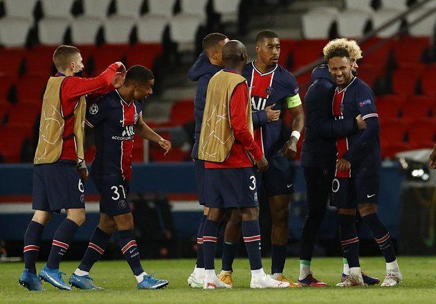 fotbalisté PSG slaví postup do semifinále Champions League.