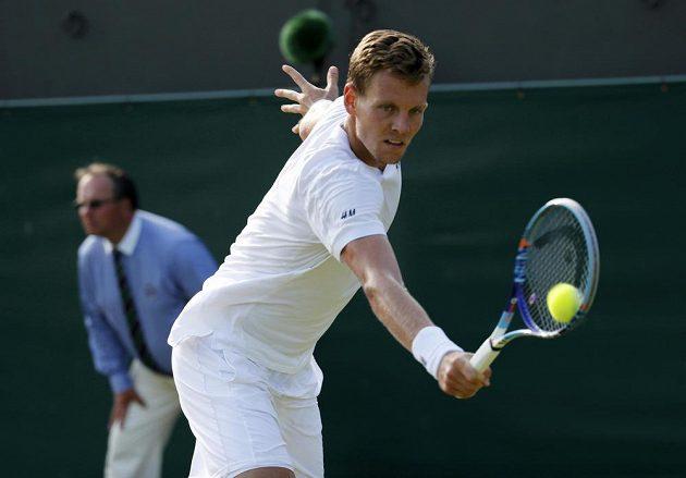 Český tenista Tomáš Berdych v zápase třetího kola Wimbledonu se Španělem Pablem Andújarem.