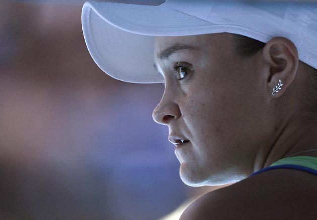 Australanka Ashleigh Bartyová při zápase s Petrou Kvitovou.