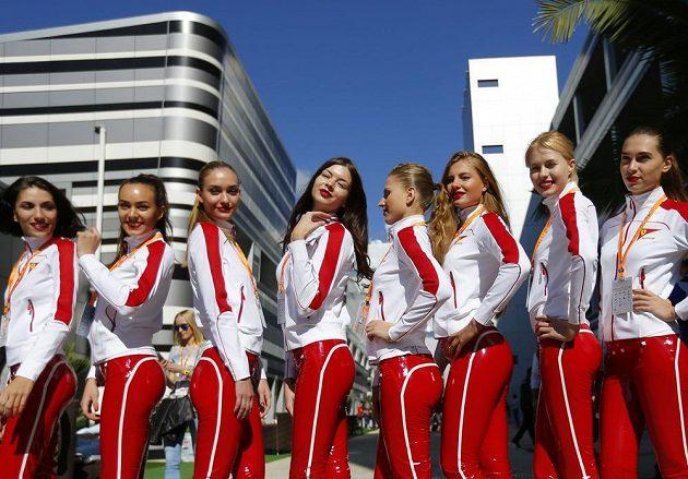 """Ruské """"grid girls"""" se chystají na víkendovou Velkou cenu v Soči."""