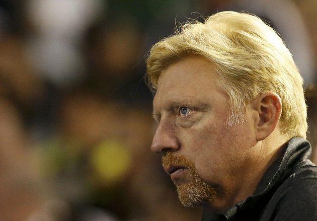 Boris Becker, trenér Novaka Djokoviče, sleduje zápas svého svěřence v semifinále Australian Open.