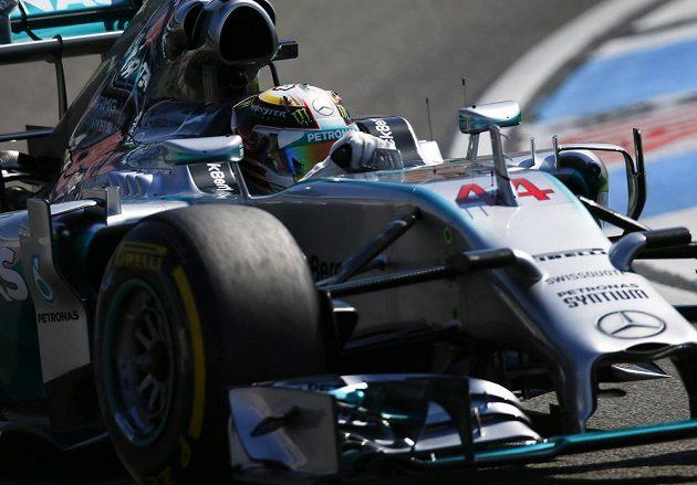 Brit Lewis Hamilton při kvalifikaci na GP Německa.