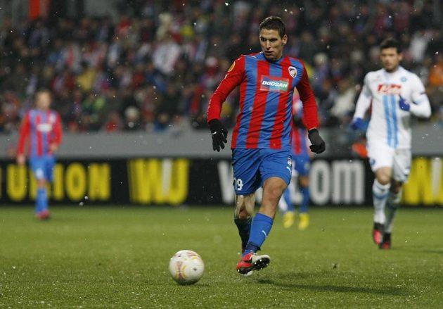Plzeňský záložník Jan Kovařík v utkání proti Neapoli.