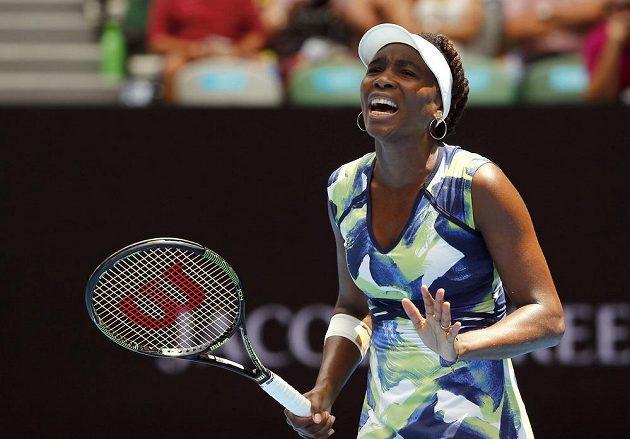 Ani Venus Williamsová nezvládla nástrahy prvního kola Australian Open.