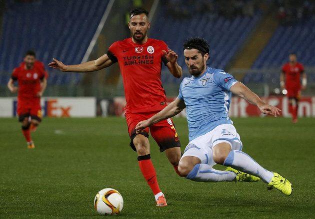 Milan Biševac (vpravo) z Lazia a Yasin Oztekin z Galatasaray.