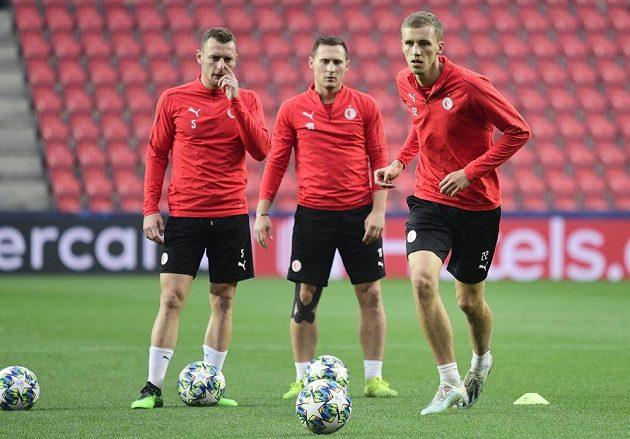 Fotbalisté pražské Slavie (zleva) Vladimír Coufal, Jan Bořil a Tomáš Souček na tréninku před zápasem Ligy mistrů s Barcelonou.