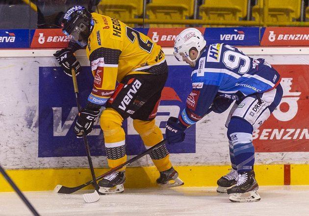 Litvínovský hokejista Edwin Hedberg a Petr Holík z Brna.