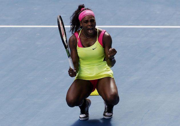 Serena Williamsová slaví svůj postup do finále Australian Open.